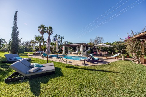 Idyllisch gelegene Finca mit Gästehaus mit viel Privatsphäre und einem traumhaft angelegten Garten