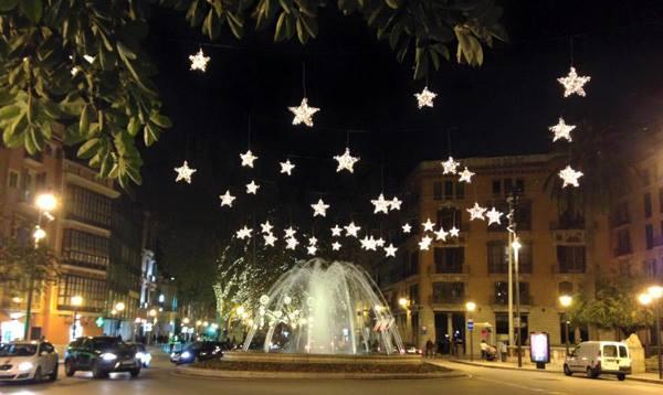 Palma erstrahlt in seiner Weihnachtsbeleuchtung