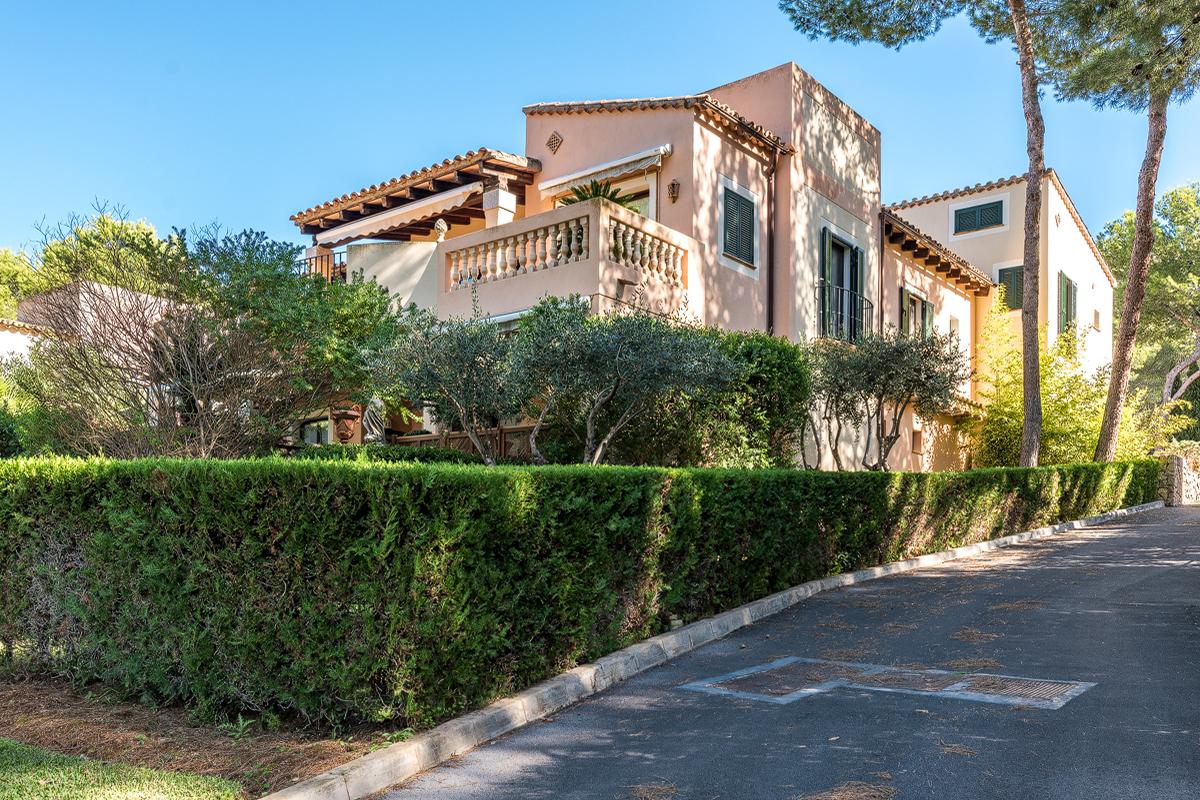 Schöne Villa mit Meerblick in der Golfanlage in der Nähe des Country Clubs in Santa Ponsa