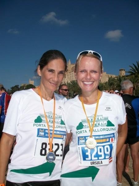 Natalie de la Piedra und Kollegin Ursula Gassner (v.l.nr.) vom Büro Santa Ponsa.