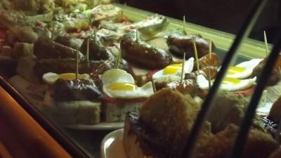 Dienstags bieten Bars in der Altstadt von Palma Pintxos ab 1 € an.