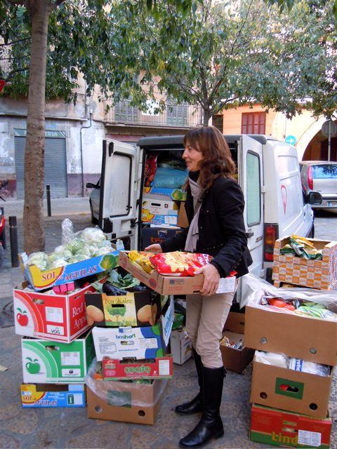Der Lions Club übernimmt die Verteilung der Lebensmittelspenden an die örtlichen Hilfsorganisationen.