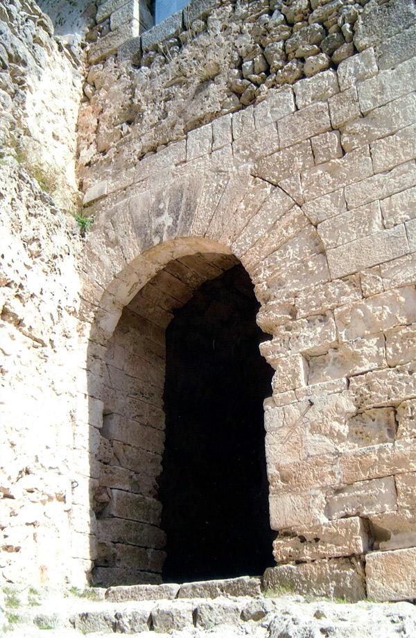 Eingang zur Burg Alaro