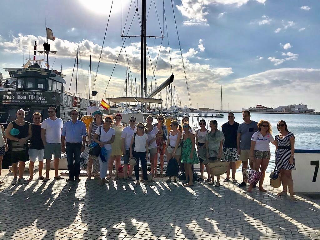 Die Porta Mondial & Porta Mallorquina Tagungsteilnehmer im Hafen von Palma.
