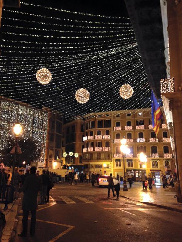 Rathaus in Palma de Mallorca zu Weihnachten