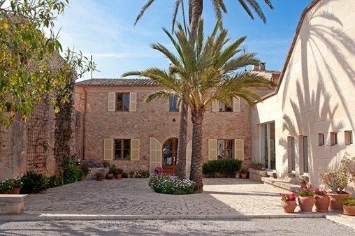 Finca im traditionellen Stil mit Natursteinfassade in Ses Salines