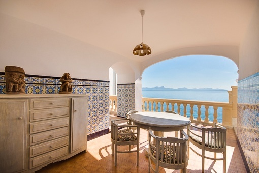 Covered terrace with sea views