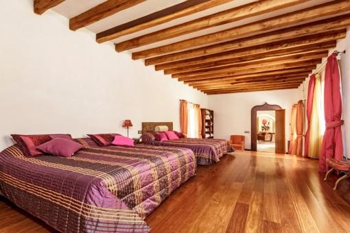 Schlafzimmer mit 2 Doppelbetten