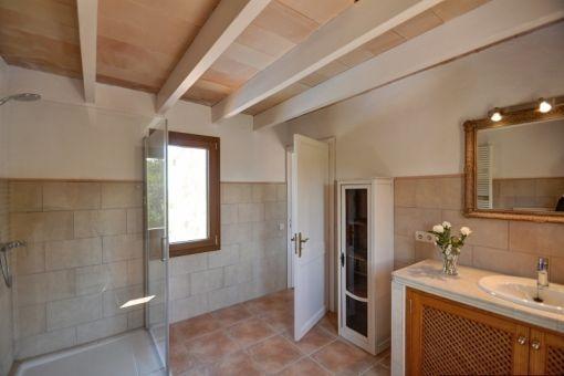 Geschmackvolles Badezimmer en Suite