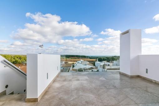 Großzügige Dachterrasse mit Meerblick