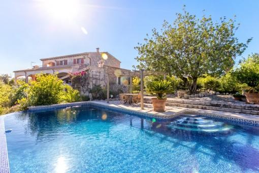Traumfinca mit Pool, Gästehaus und paradiesischem Weitblick direkt bei Selva