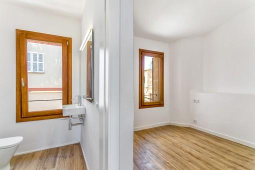 Hübsches Schlafzimmer mit Badezimmer en Suite