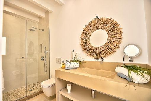 Badezimmer im mediterranen Stil mit Dusche
