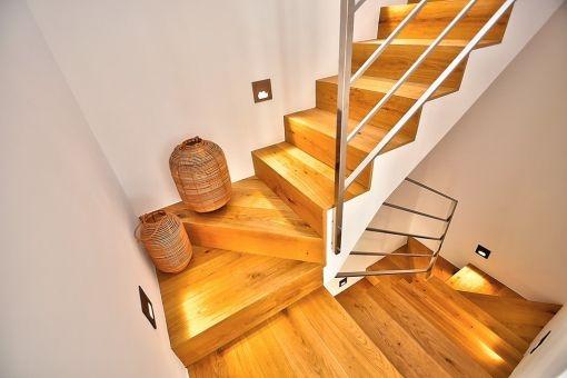 Auch eine Treppe führt auf die Dachterrasse