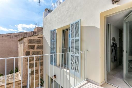 Zugang vom Hauptbadezimmer zu einer Terrasse