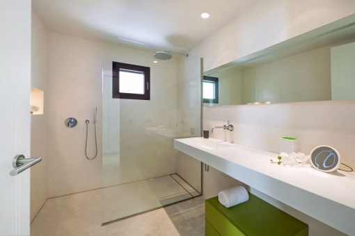 Weiteres hochwärtiges Badezimmer