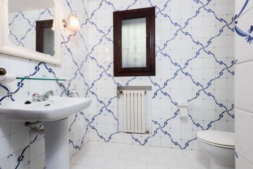 Alle Badezimmer haben mallorquinische Fliesen