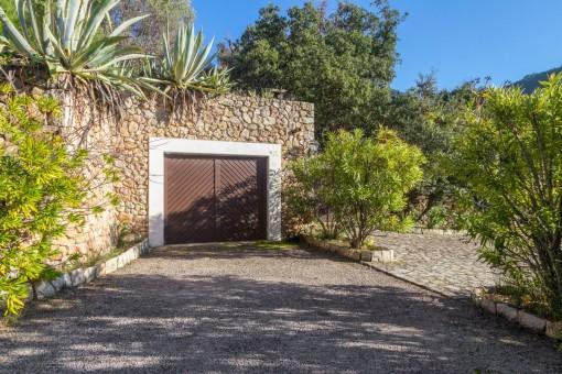 Garage auf dem mediterranen Grundtsück