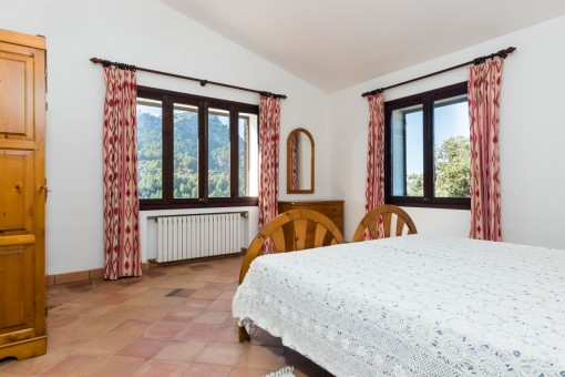 Schlafzimmer mit Blick auf die Landschaft