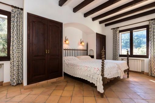 Gemütliches Doppelschlafzimmer mit Einbauschränken