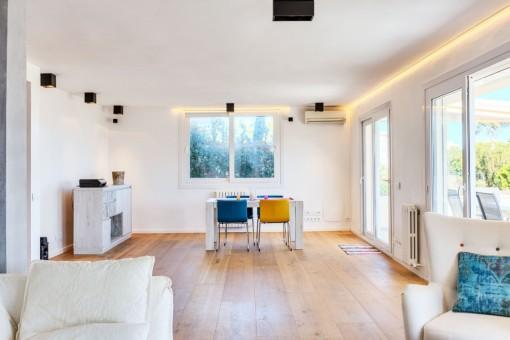 Offener Wohn- und Essbereich