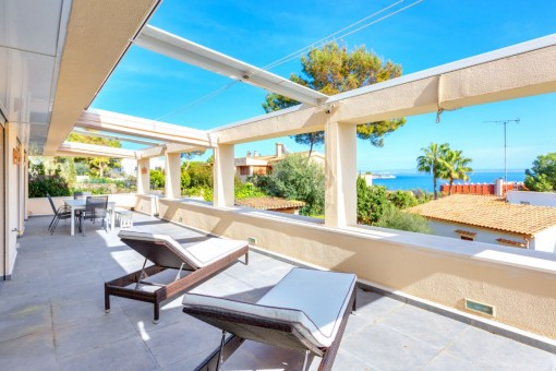 Renovierte Wohnung mit 4 Schlafzimmern, privatem Garten und herrlichem Meerblick in Cas Catala
