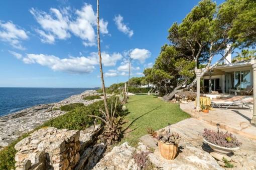 Einzigartige Villa in erster Meereslinie in Porto Petro