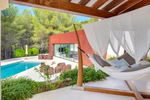 Wundervolle Terrassen mit Poolbereich