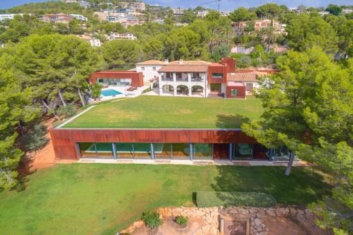 Moderne Traumvilla mit großem Grundstück und Indoorpool in Son Vida