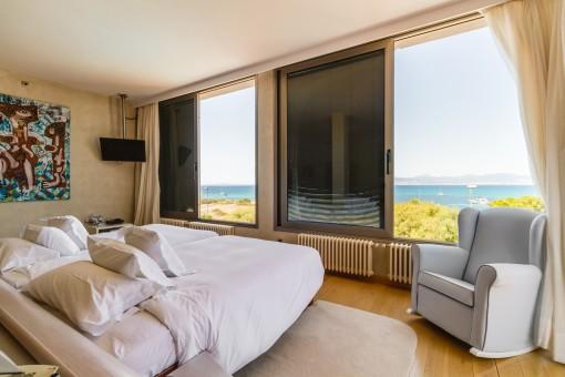 Doppelschlafzimmer mit Panorama-Meerblick