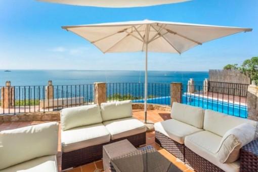Typisch mallorquinische Villa in erster Meereslinie in Cala Pi