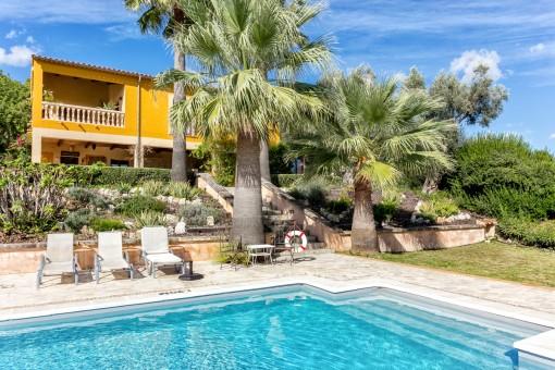 Steinhaus bei Selva mit Pool und Ferienvermietlizenz, umgeben von einer fantastischen Landschaft