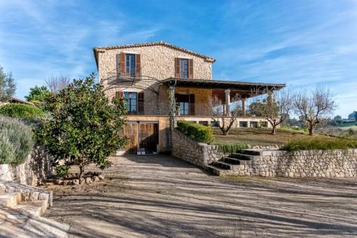 Idyllisch gelegene Steinfinca mit Gästehaus und Poolmöglichkeit in Selva