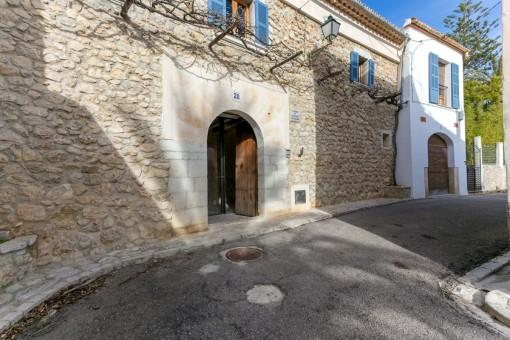Zugang zum einzigartigen Dorfhaus