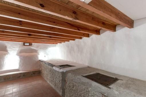 Ursprünglich restaurierter Keller mit Ölmühle
