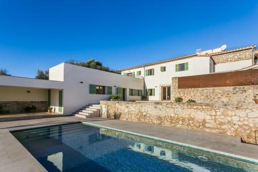 Moderne, hochwertige Finca mit Pool und Weitblick in Biniamar