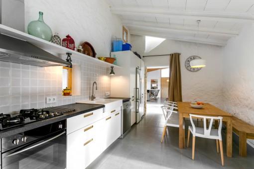 Wundervolle Küche mit weiterem Essbereich