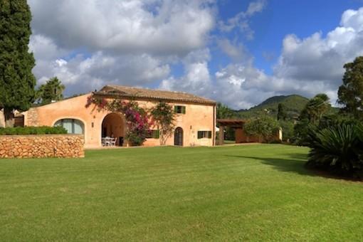 Renoviertes Landhaus in idyllischer Umgebung mit Pool und Panoramablick in S'Alquería Blanca