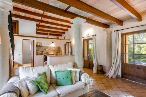 Wohnbereich und offene Küche im Gästehaus