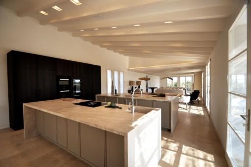 Großer Küchen- und Essbereich