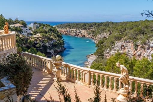Schöne Villa oberhalb der Klippen von Cala Pi