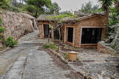Mallorquinische Finca aus Naturstein in einer idyllischen Umgebung in Andratx