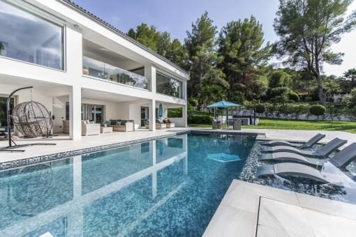 Wunderschöne helle Villa direkt am Golfplatz in Son Vida