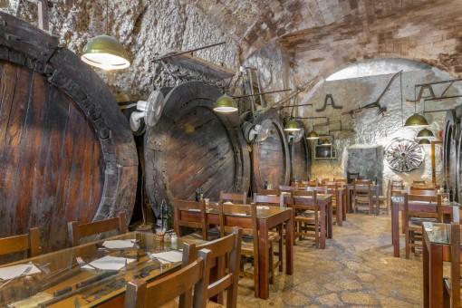 Exklusiv: Unglaubliches über 1000 Jahre altes Haus mit 2 Restaurants, Bar und Weinkeller in Sineu