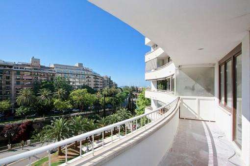 Hochwertig renovierte Wohnung im Zentrum von Palma mit Terrasse und sehr schönem Meerblick