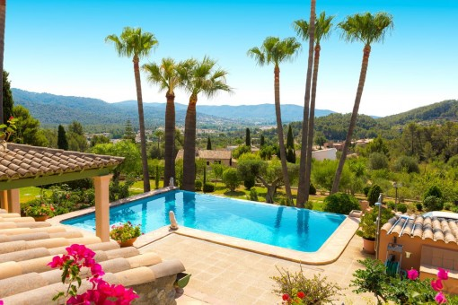 Schöne Finca mit Pool und fantastischer Aussicht in Toplage in Es Capdella