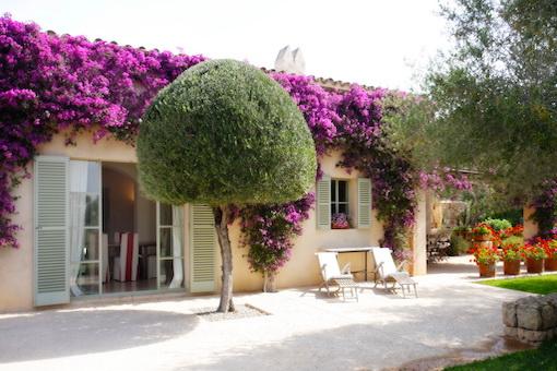 Attraktives Landhaus mit wunderschön angelegtem Garten und Pool bei Cas Concos