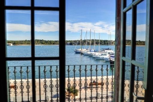 Charmantes mallorquinisches Stadthaus in erster Meereslinie in Porto Colom