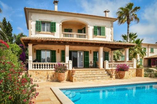 Mediterrane Villa mit Pool und schönen Gärten in Cala Figuera