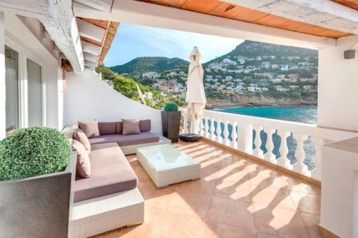 Meerblick-Terrasse mit Loungebereich